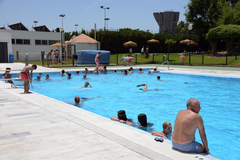 la piscina municipal de tomares abre sus puertas
