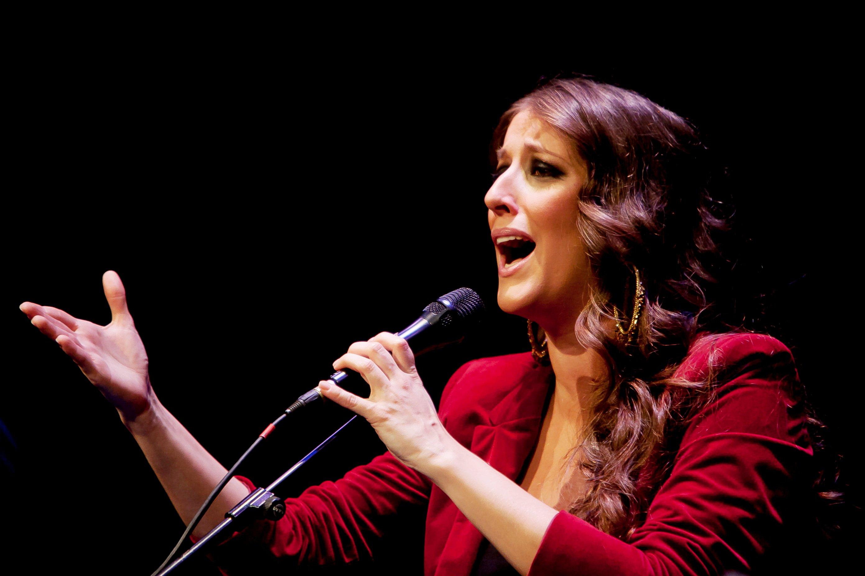 Argentina Le Cantara A La Salida Al Cristo De La Vera Cruz Y A La